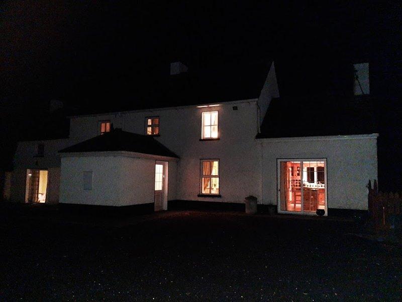 Wellfield Farmhouse di notte