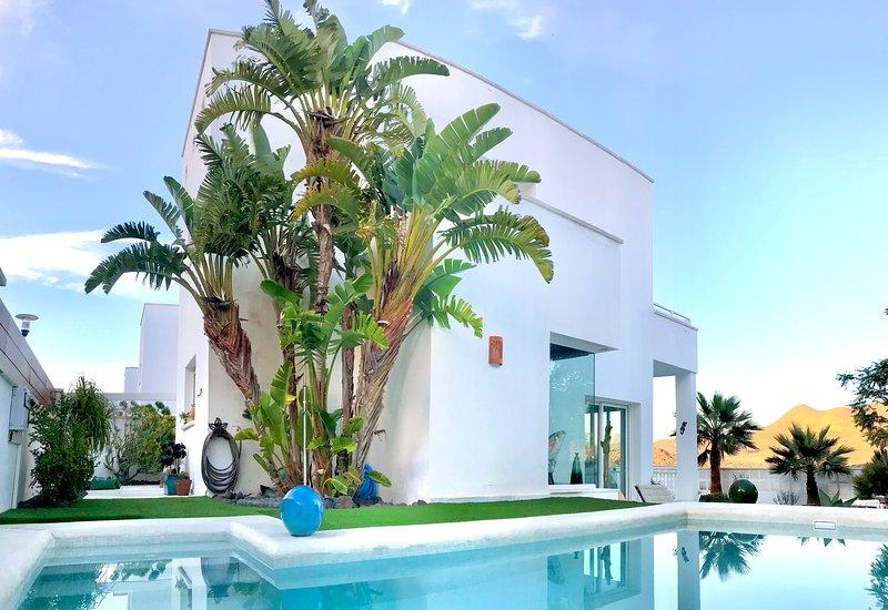 Villa Blanca Views & Pool, location de vacances à San Jose