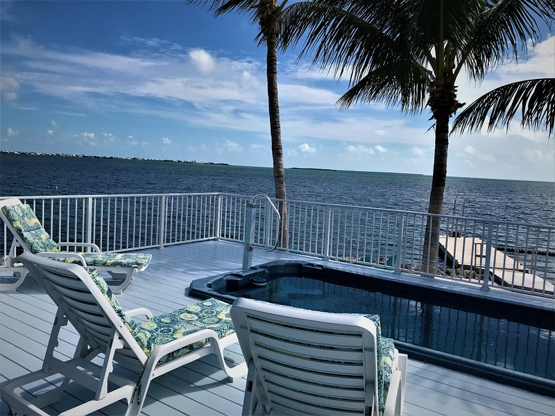 Tropical Paradise Oceanfront Home with Pool, holiday rental in Cudjoe Key