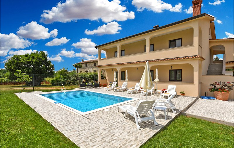 Awesome home in Dvori with Outdoor swimming pool and 3 Bedrooms (CIC993), holiday rental in Roskici