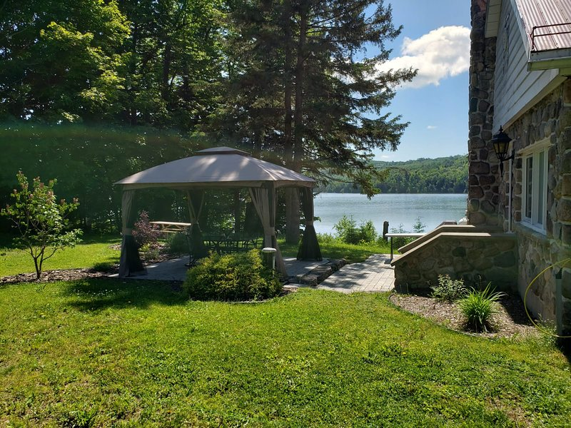 Peaceful Lakeview Cottage in Mont-Tremblant, vacation rental in Lac-des-Plages
