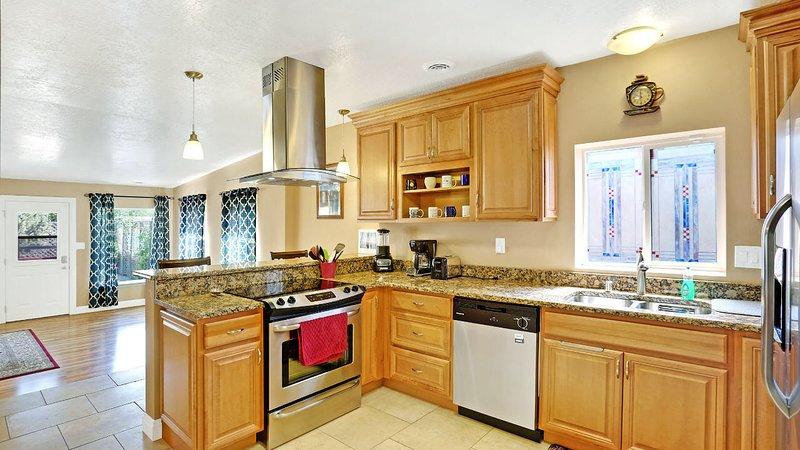 Albuquerque – Land of Enchantment 3&3 Home close to Nob Hill/UNM/Kirkland AFB, holiday rental in Albuquerque