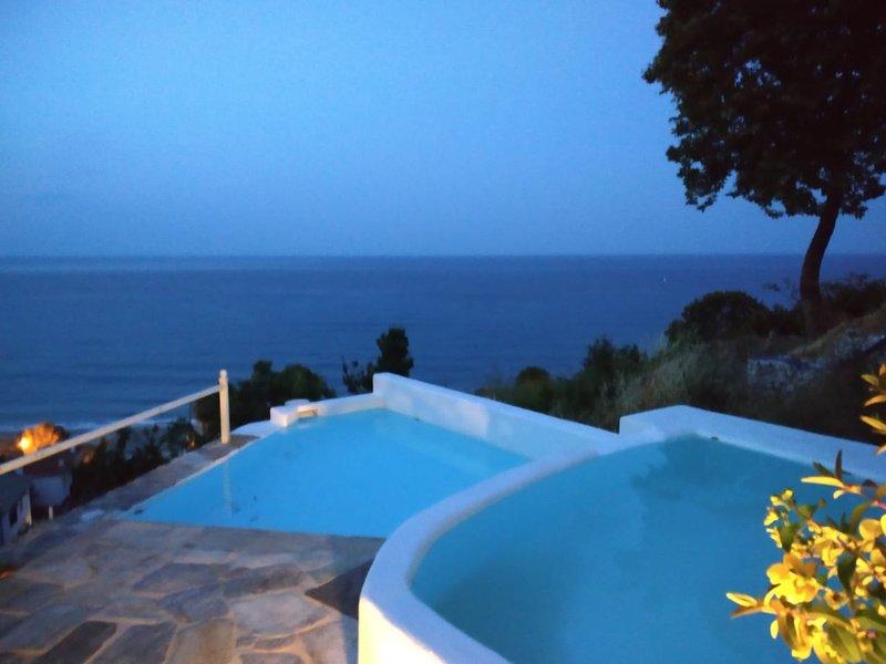 Isabel Artemis, Greece, SELENE, casa vacanza a Makrirrachi