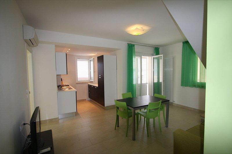 Appartamento A 30 Metri Dal Mare 7 Posti Letto Con Piccola Vista Mare, vacation rental in San Benedetto Del Tronto