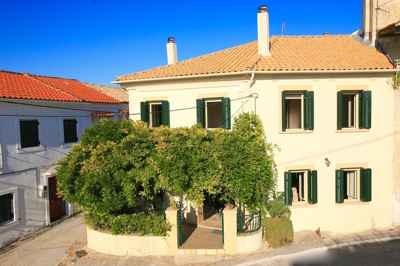 New for 2020! Casa Dolce - traditional and sweet village house with 5 bedrooms, holiday rental in Nymfes