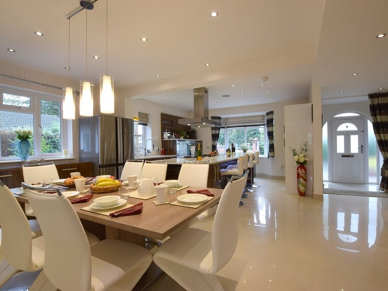 Open-plan lounge/kitchen/diner with marble floor