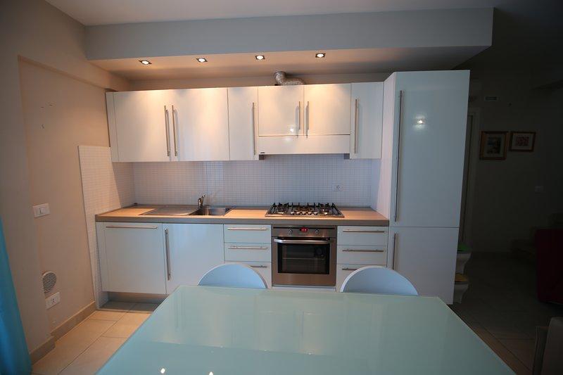Appartamento a 30 metri dal mare con 8 posti letto con piena vista mare, vacation rental in San Benedetto Del Tronto