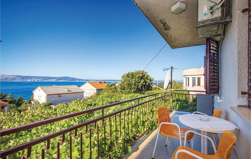 Amazing apartment in Novi Vinodolski with 3 Bedrooms (CKN588), casa vacanza a Donji Zagon
