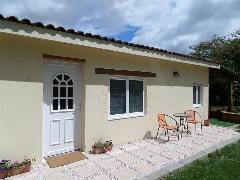 Gite de Cerisier, vacation rental in Lavit