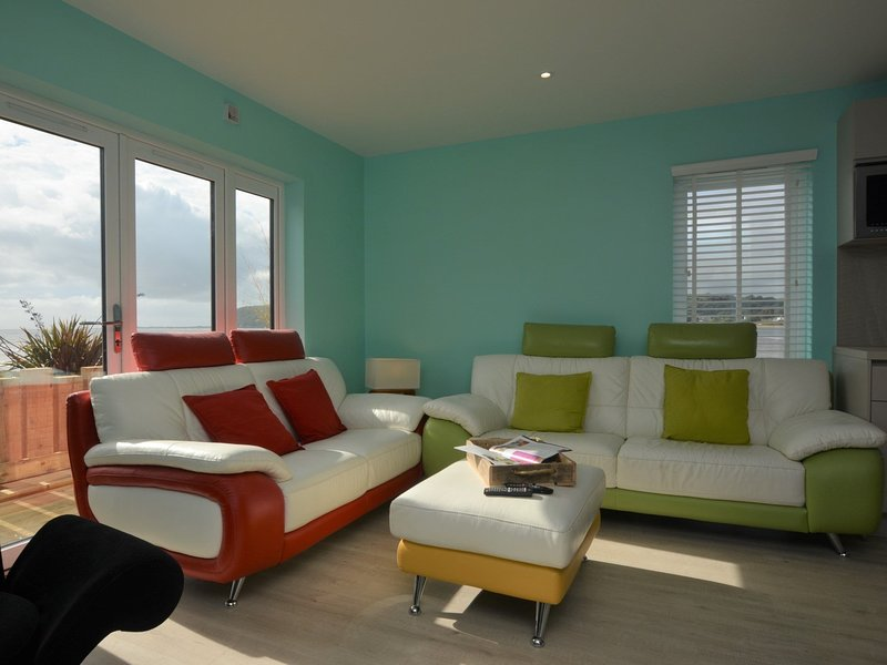 Relax in the lounge and open up the doors for a sea breeze