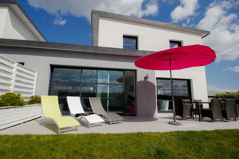 terrace facing South West Deck chairs Barbecue Weber Jacuzzi Parasol
