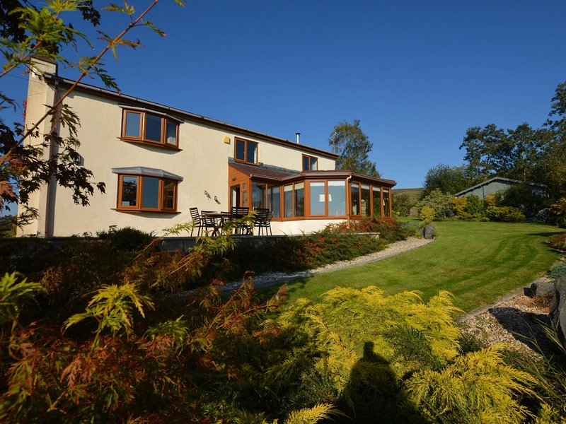 Walkers paradise with spacious house in idyllic location