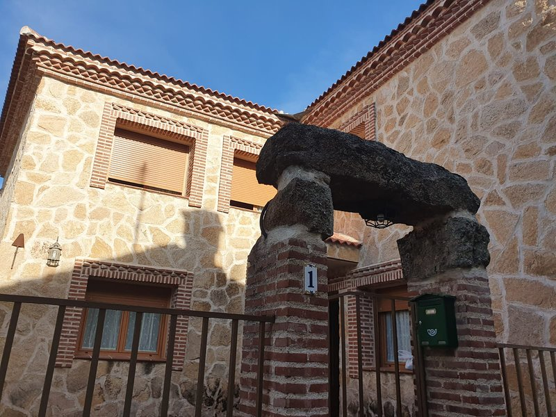 Big house with terrace, holiday rental in San Bartolome de Pinares