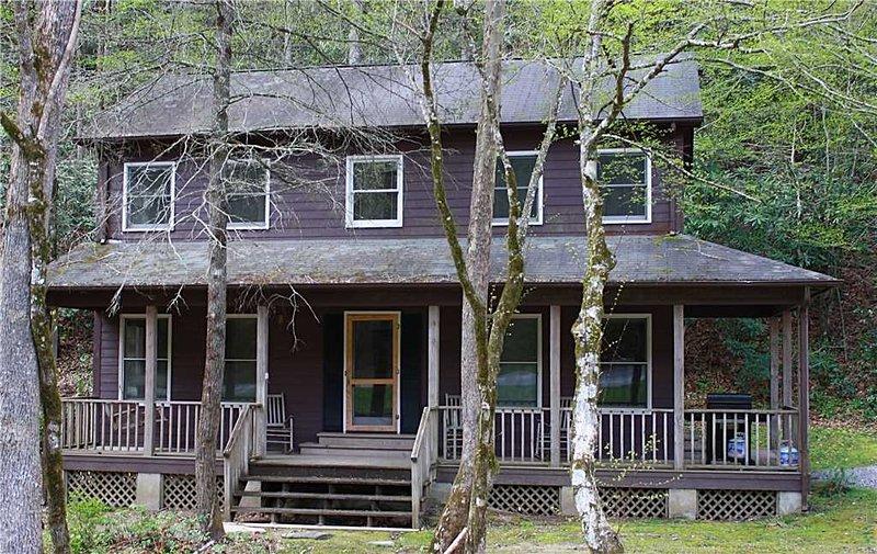 Árbol, Edificio, Casa de campo, Casa, Porche