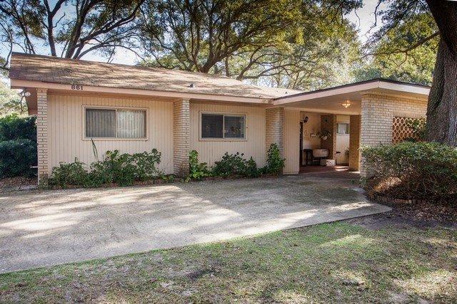 Patio,Building,Grass,Porch,Garage