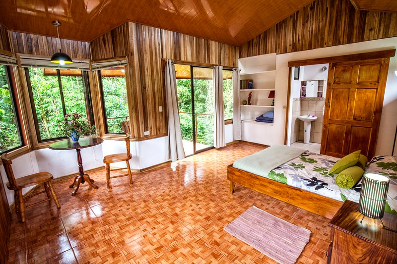 Casa Balbi Forest Studio, holiday rental in Santa Elena