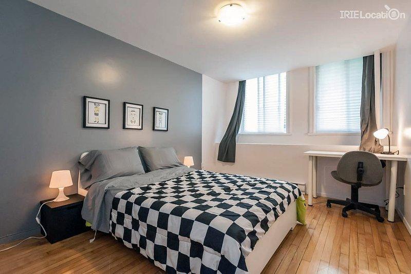 3 bedrooms aprt Cote des Neige, 20min downtown, vacation rental in Westmount