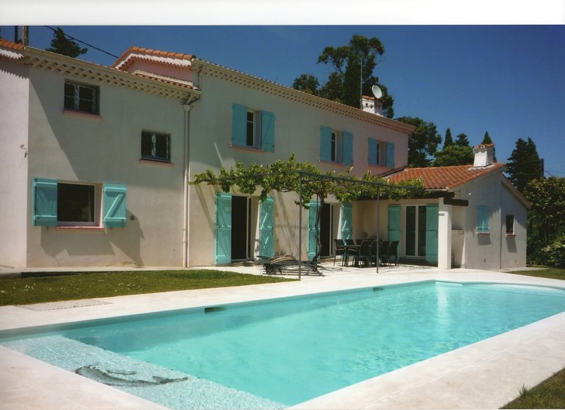House in Antibes. Air-conditioned, pool, 100m from beach La Salis, Ferienwohnung in Antibes