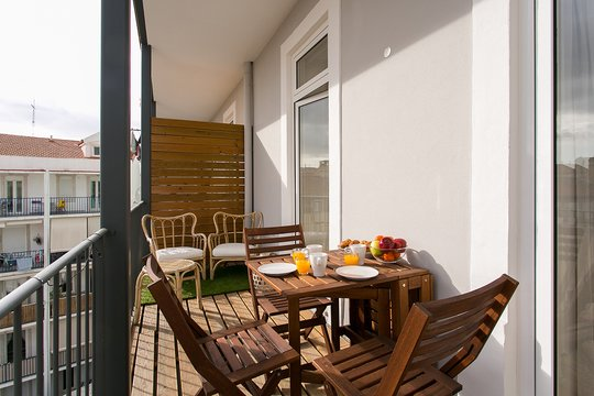 ALTIDO Charming 3BR home w/workspace&terrace by Intendente subway, holiday rental in Odivelas