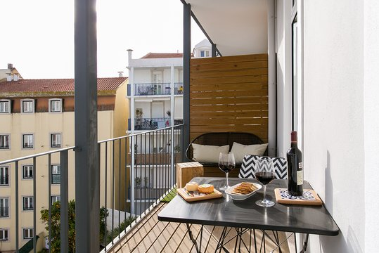 ALTIDO Luxurious 3-bedroom Apt with Terrace in Intendente, holiday rental in Odivelas