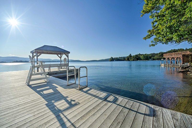 ¡Nunca querrás salir de la playa con estas hermosas vistas del lago George!