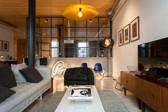 ALTIDO Design heaven in Baixa - 2BR Apt w/workspace, holiday rental in Lisbon District