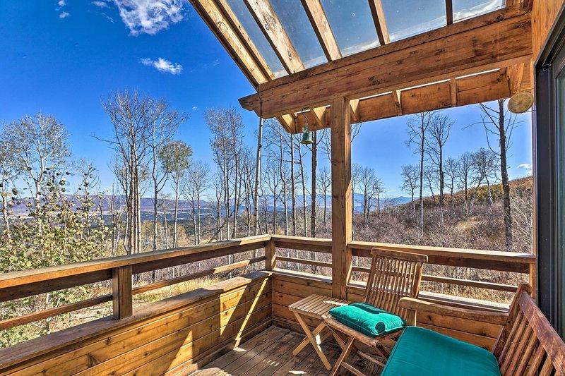 Modern Cabin w/ Balcony Views + Fireplace!, holiday rental in New Castle