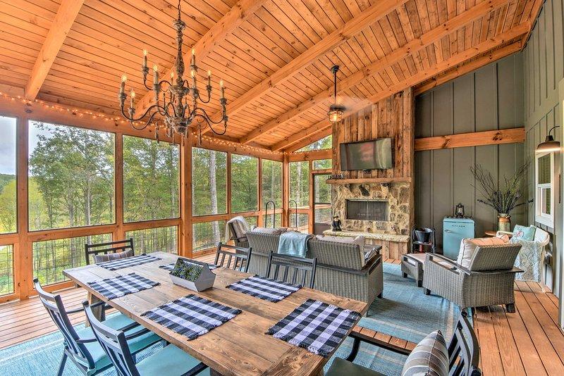 Cork & Creek Cottage' w/Mtn & Pasture Views!, holiday rental in Talking Rock