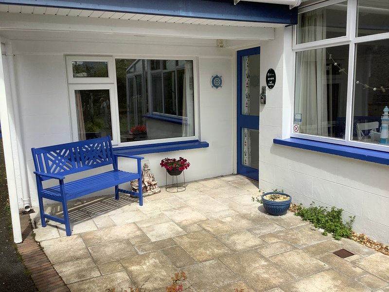 Cedar Cottage Luxurious  4* Accommodation, holiday rental in Meigh