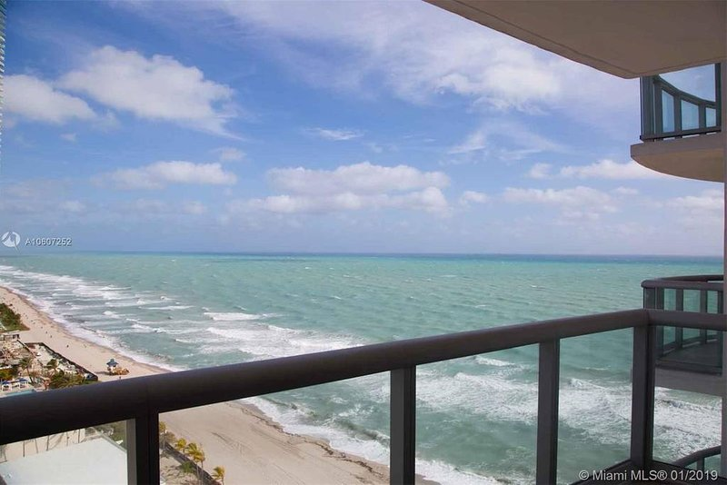 Marenas Resort 1bedroom ocean view '04, holiday rental in Sunny Isles Beach