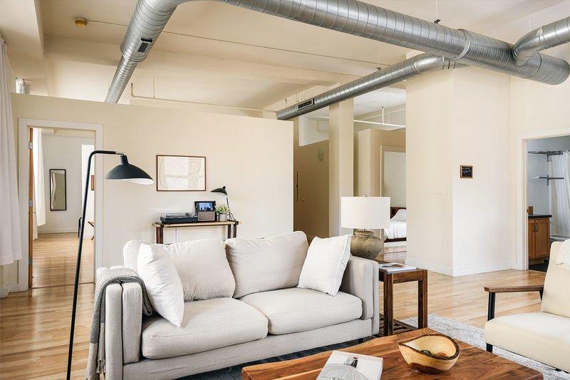 Arch, Dome, Dtown | Artsy Loft + Rooftop | Zencity, alquiler de vacaciones en Shiloh