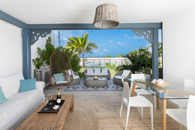 Côté Chic, 2BR- gorgeous beach house 1line ocean front-, vacation rental in Saint-Martin