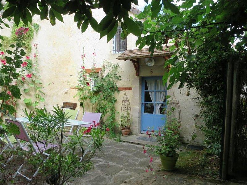 La terrasse fleurie exposée sud /ouest, sans vis à vis
