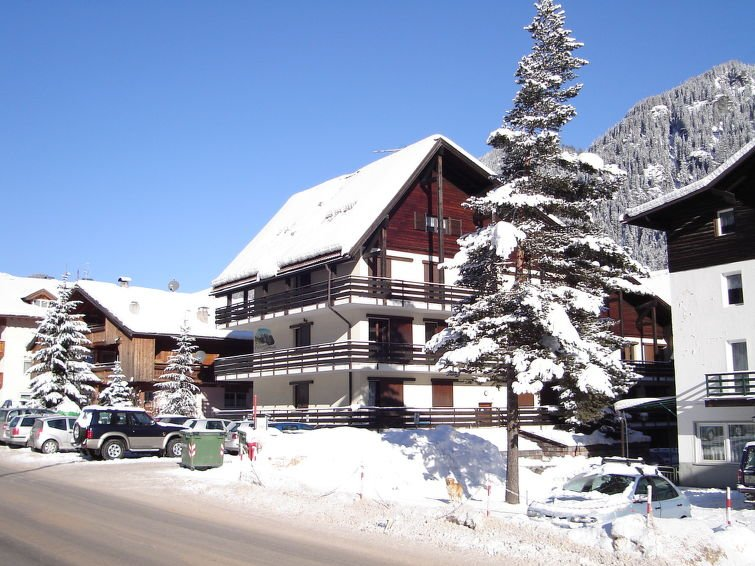 1 bedroom Apartment with Walk to Shops - 5820162 Chalet in Canazei