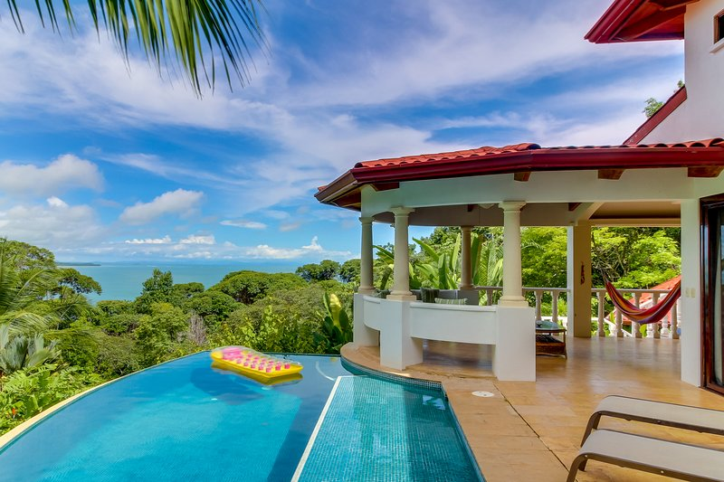 Spacious home w/ ocean views & a private pool - near beaches, wildlife, & dining, vacation rental in Dominical