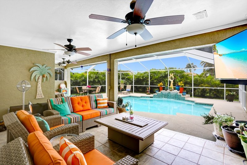 Salty Soulz - BRAND NEW! Calendar is filling up!, holiday rental in Cape Coral