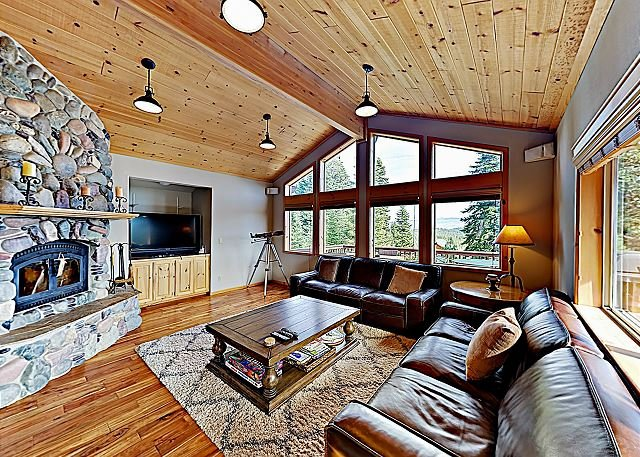 Big Tahoe Donner Home w/ Mountain Views, Near Skiing & Lake, holiday rental in Truckee