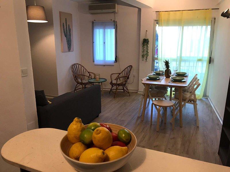 Cactus Apartment, Elegant 2 Bedroomed Apartment, vacation rental in Torremolinos