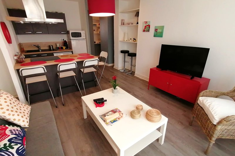 Spacious & Bright 3-rooms apartment ❤️Sought-after area #D5, vacation rental in Grenoble