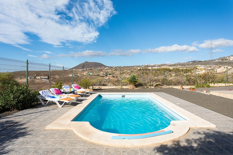 APARTAMENT PRIVATE POOL WIFI, holiday rental in Chimiche