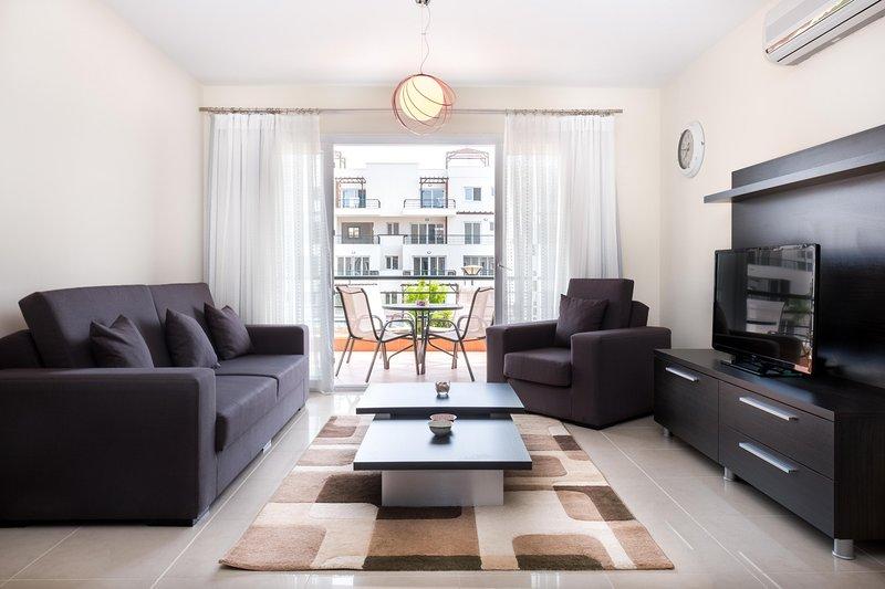 Three Bedroom Ariel Apartment with Sea View, alquiler vacacional en Yeni Erenkoy