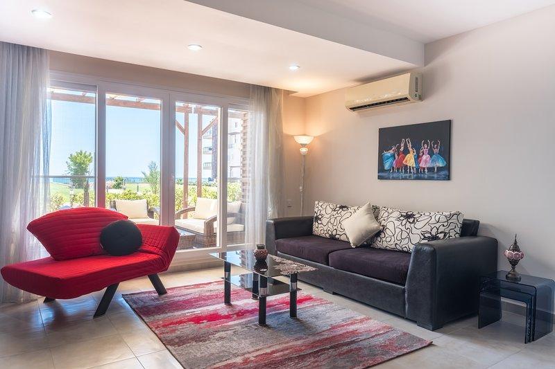 Aramis Apartment with Sea View, alquiler vacacional en Yeni Erenkoy