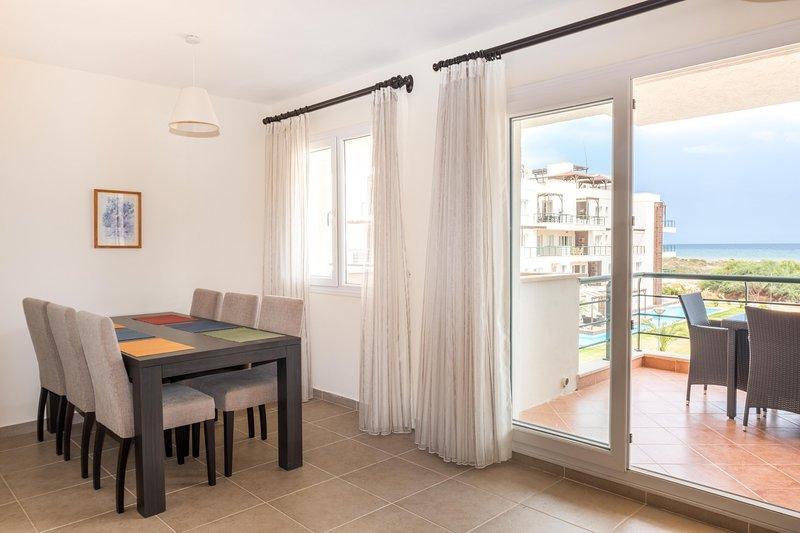 Nadin Apartment with Sea View, alquiler vacacional en Yeni Erenkoy