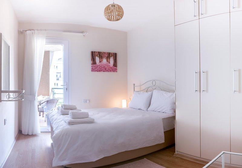 Zeus Apartment with Sea View, alquiler vacacional en Yeni Erenkoy