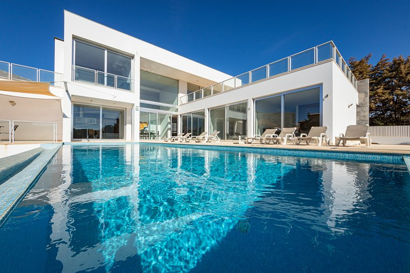 Villa Ocean Pine, a bright, modern villa located near the beach of Evaristo, casa vacanza a Gale
