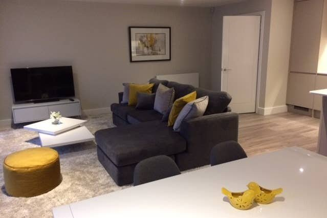 Righton two-bedroom serviced apartment in summertown (oxcgph3), holiday rental in Marston