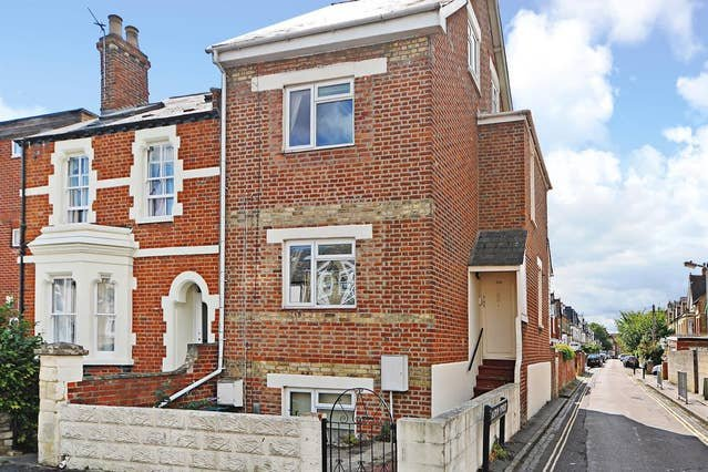 Righton one-bedroom studio serviced apartment in east oxford (oxdchsg), vacation rental in Littlemore