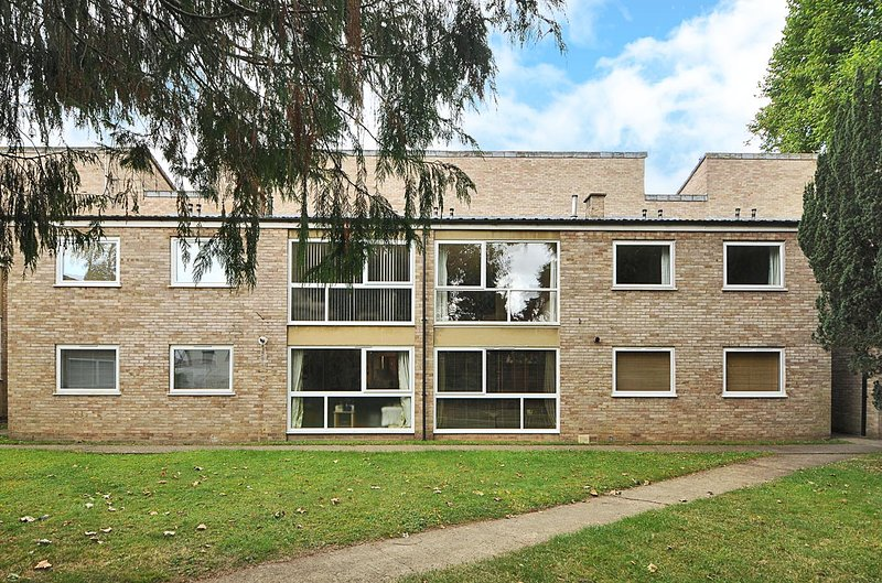 Righton two-bedroom serviced apartment in summertown (oxekdc), holiday rental in Swinford