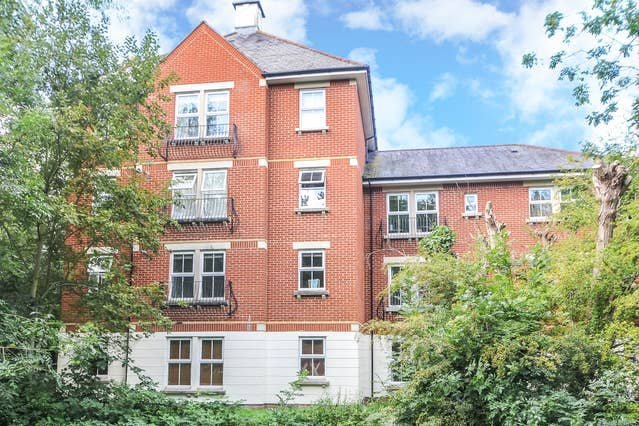 Righton two-bedroom serviced apartment in city centre (oxttrr), vacation rental in Botley