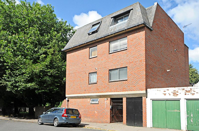 Righton one-bedroom serviced apartment in jericho (oxttgc), vacation rental in Botley
